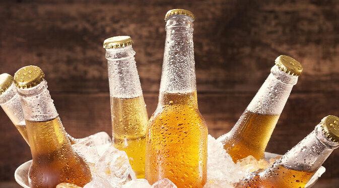 Como manter a cerveja gelada por mais tempo capa
